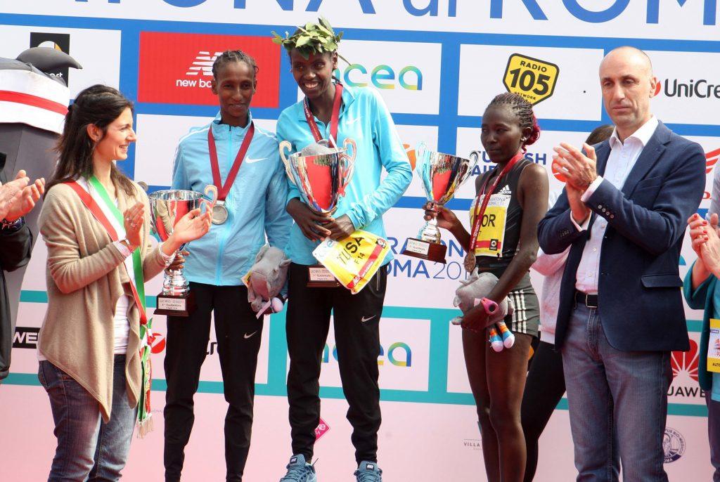 Maratona di Roma 2018 podio APA Affissioni