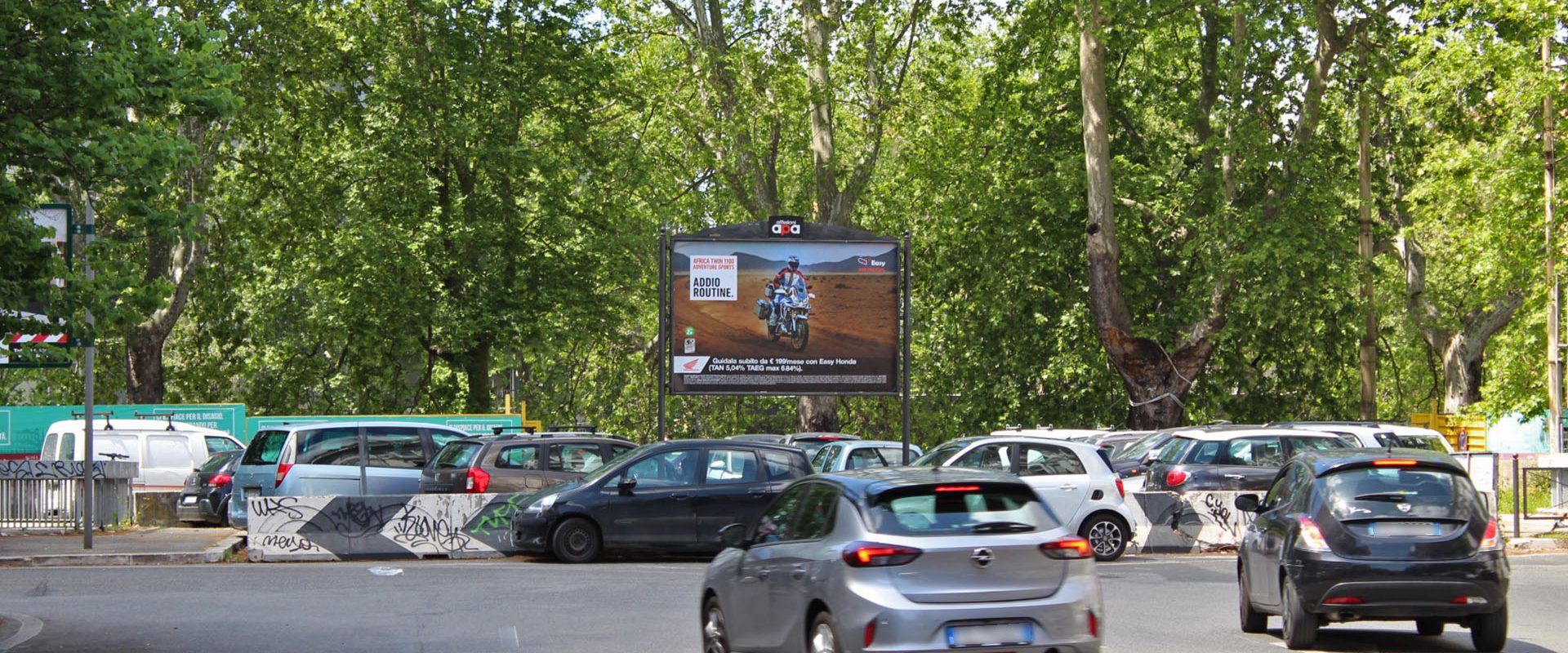 Affissione 3x2 di APA su Lungotevere.