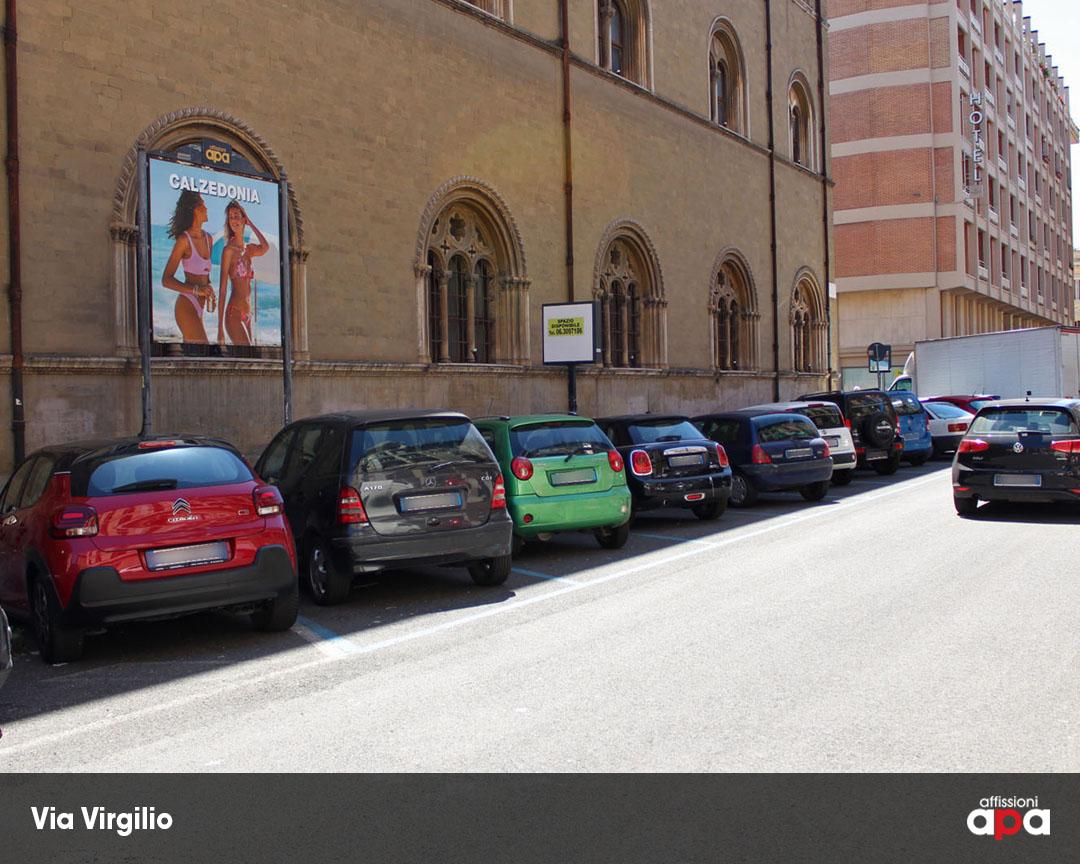 Pubblicità Calzedonia su Affissione 2x2 di APA in Via Virgilio, nel quartiere Prati di Roma.