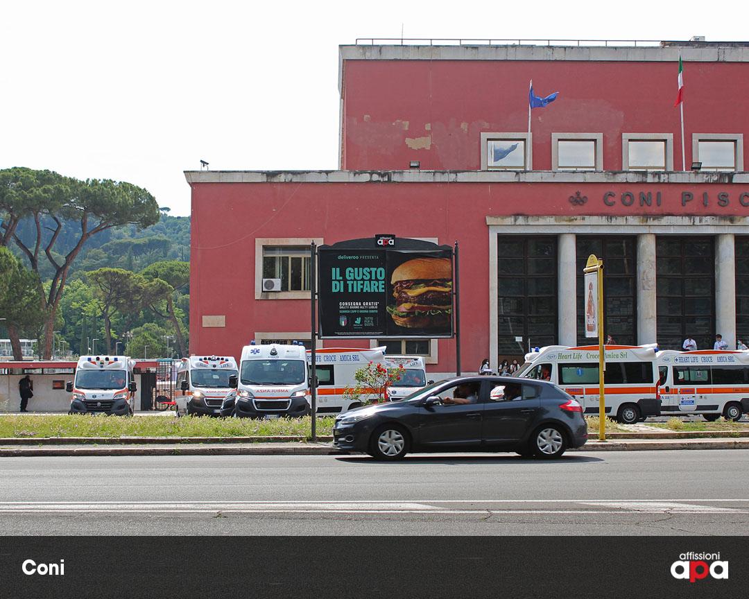 Uno dei poster 3x2 di APA di fronte al Coni di Roma, con la pubblicità di Deliveroo.