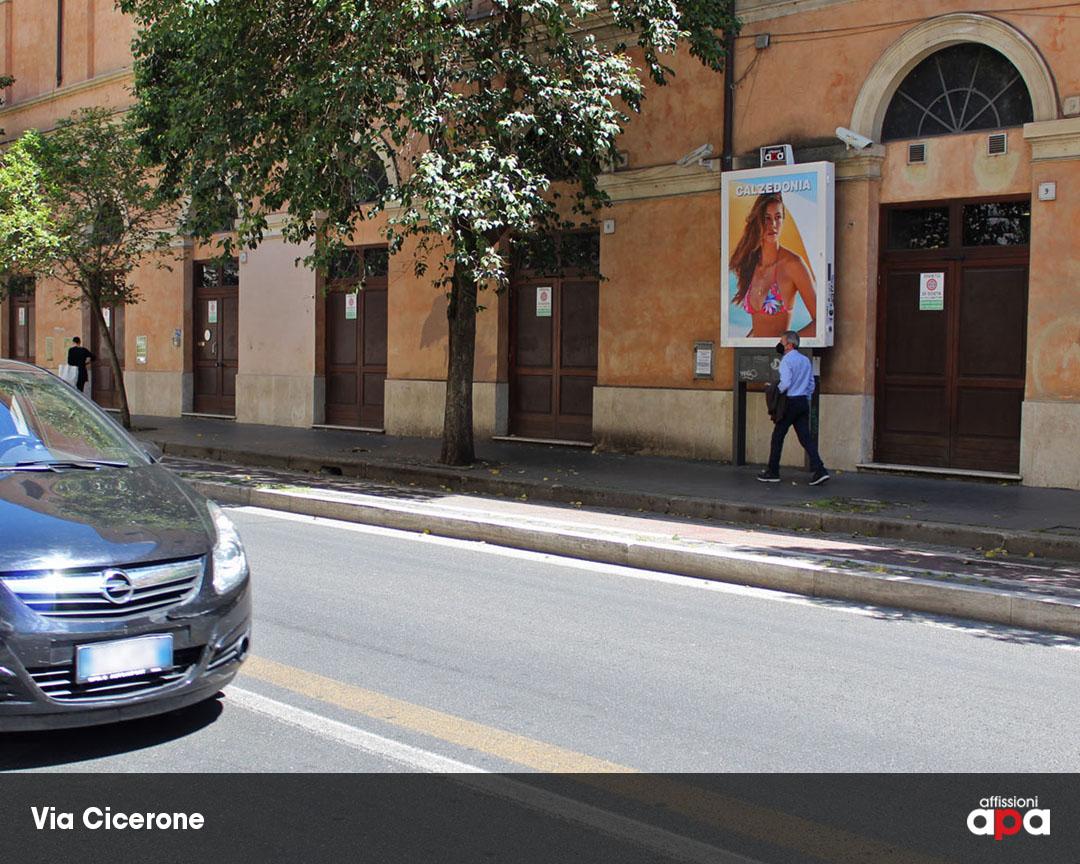Affissione Luminosa di 140 x 200 cm su Via Cicerone, con la pubblicità di Calzedonia.