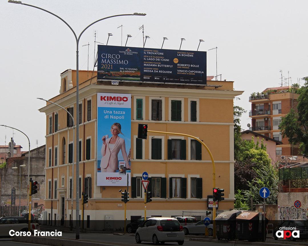 La maxi affissione illuminata di Corso Francia, con la pubblicità del Teatro dell'Opera di Roma.