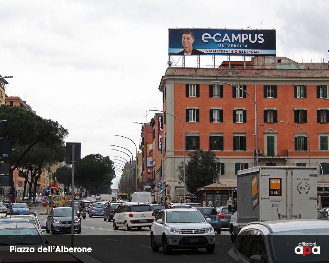 La maxi affissione illuminata di Piazza dell'Alberone a Roma, con la pubblicità di Cepu.
