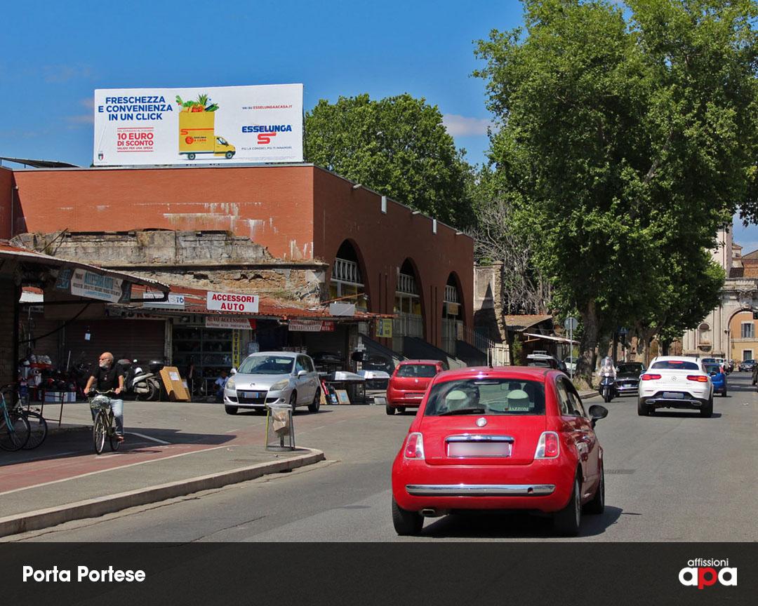 La maxi affissione di Porta Portese con la pubblicità di Esselunga.
