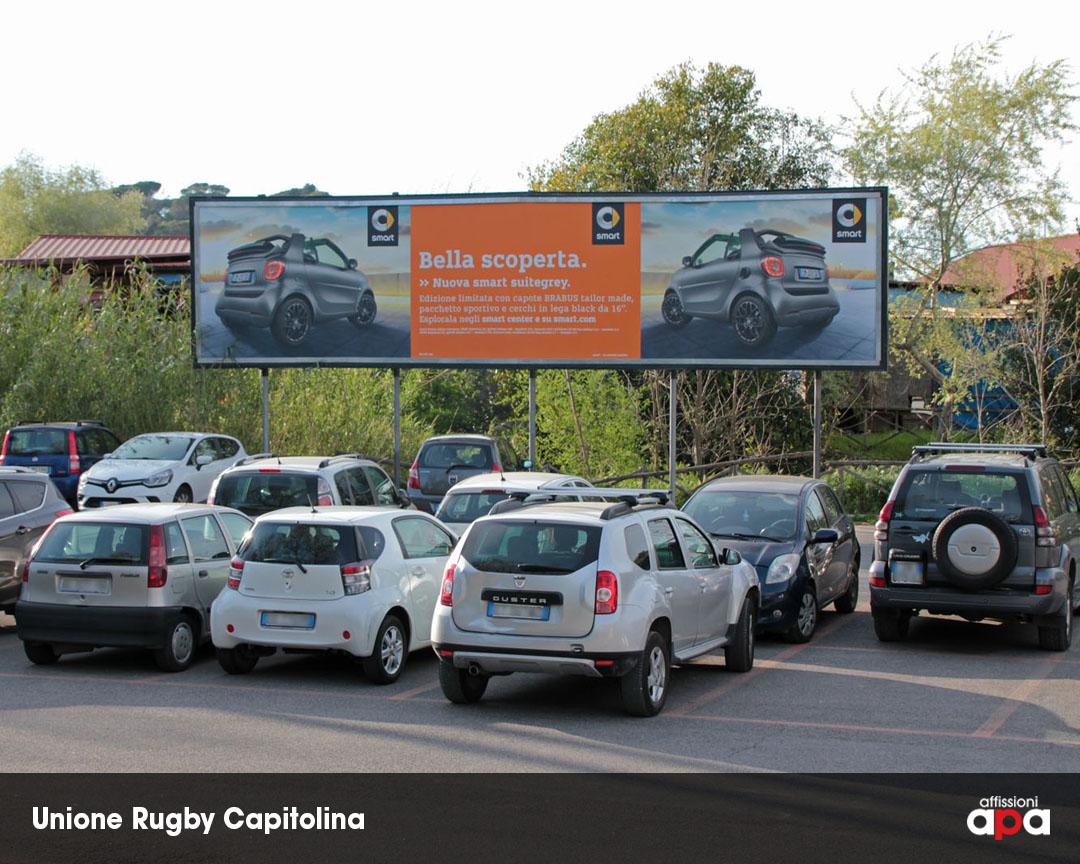 La maxi affissione dell'Unione Rugby Capitolina su Via Flaminia, con la pubblicità della Smart.
