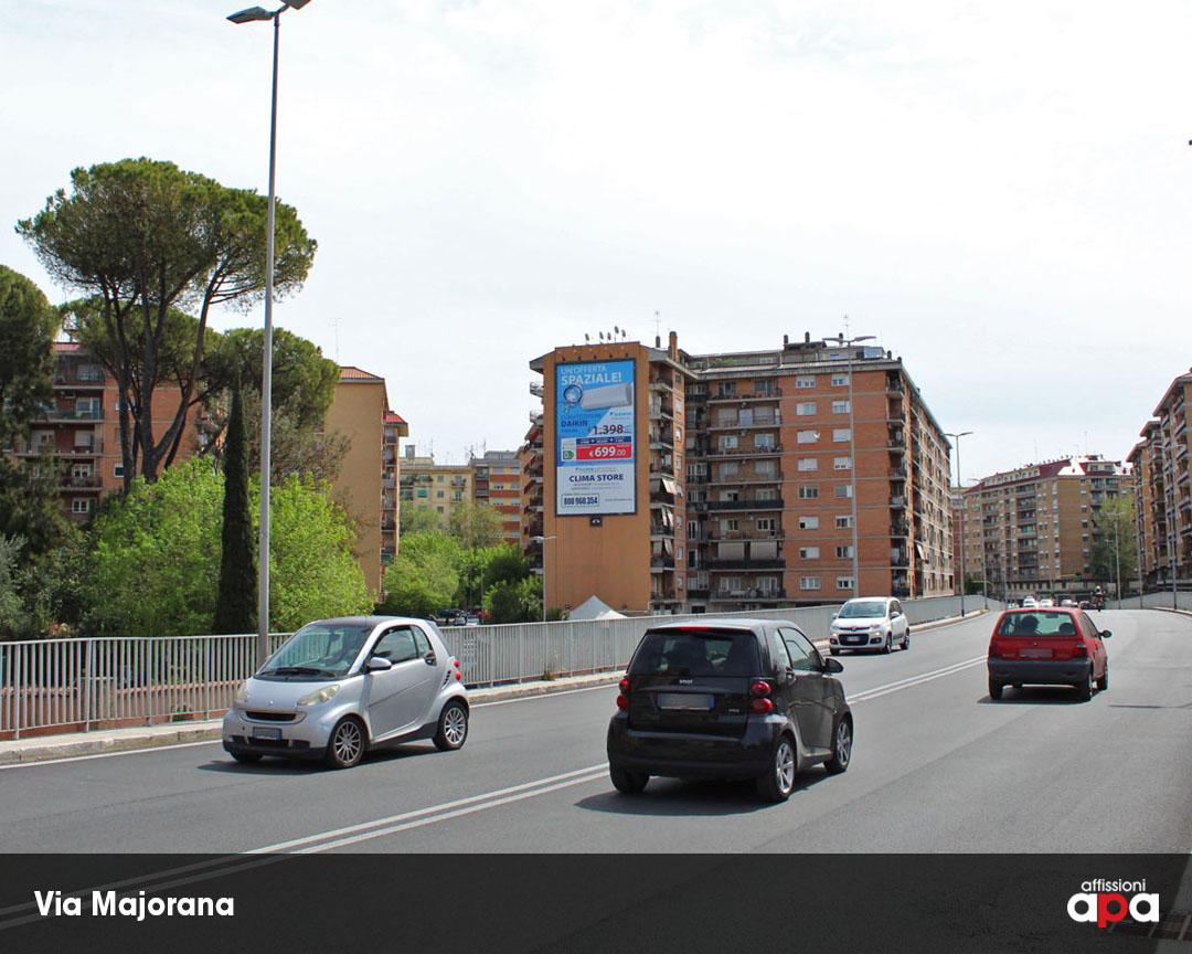 La maxi affissione illuminata tra Via Majorana e Via Portuense, con la pubblicità di Daikin.