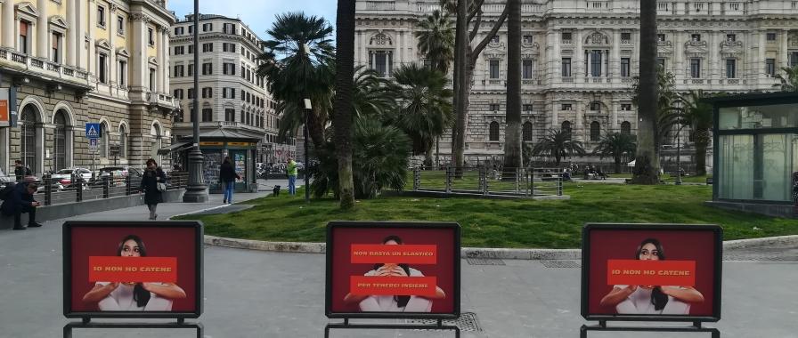 La pubblicità misteriosa che invade le strade di Roma
